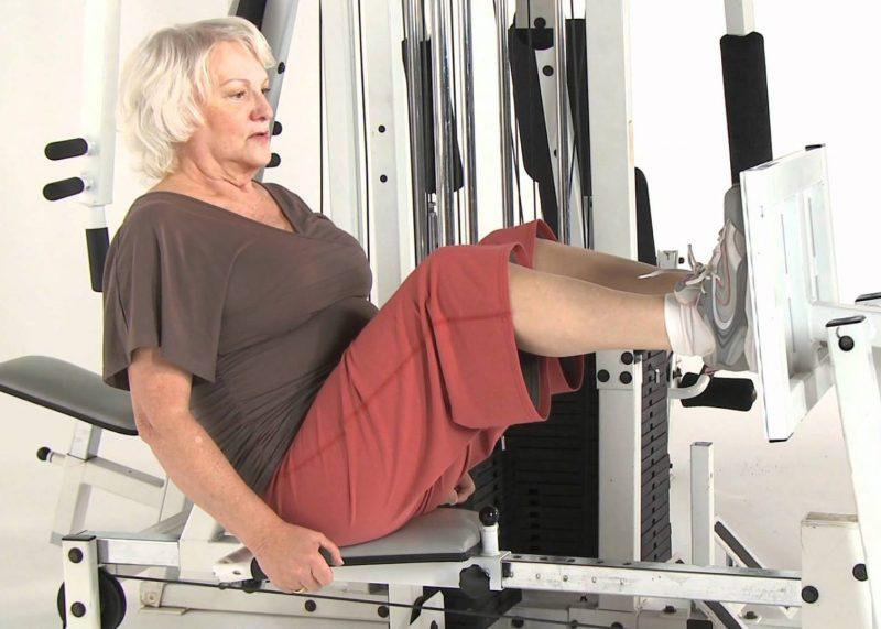 Resultado de imagem para musculação idosos